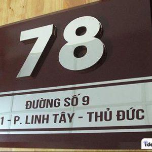 Mẫu bảng hiệu số nhà dập nổi trông sang trọng và bắt măt