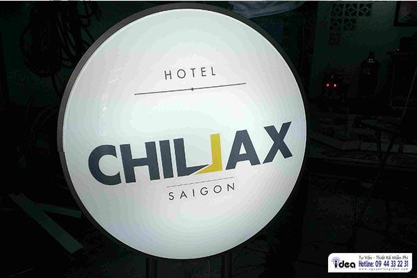 Hộp đèn mica tròn hút nổi cho CHILAX