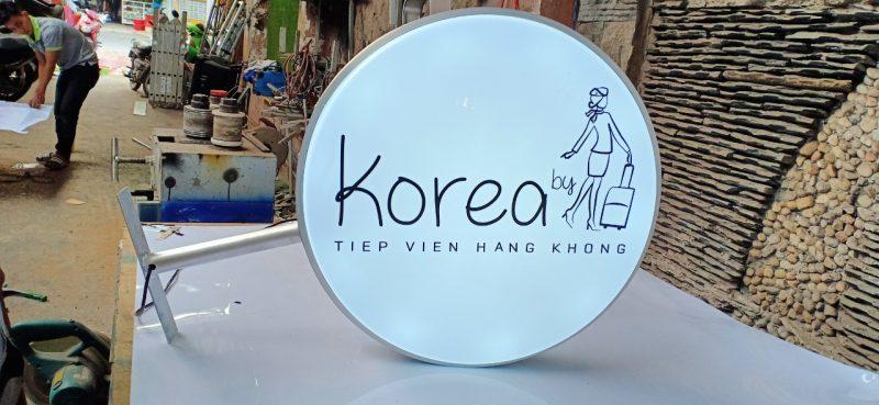 Mẫu biển hiệu quảng hộp đèn tròn nổi bật, đơn giản tại Biên Hoà