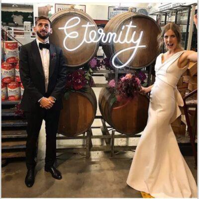 Trang trí neon sign trong các sự kiện tiệc cưới